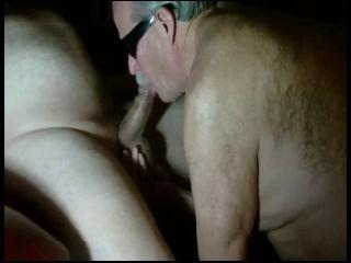 muscle gay sexe branlette en cachette